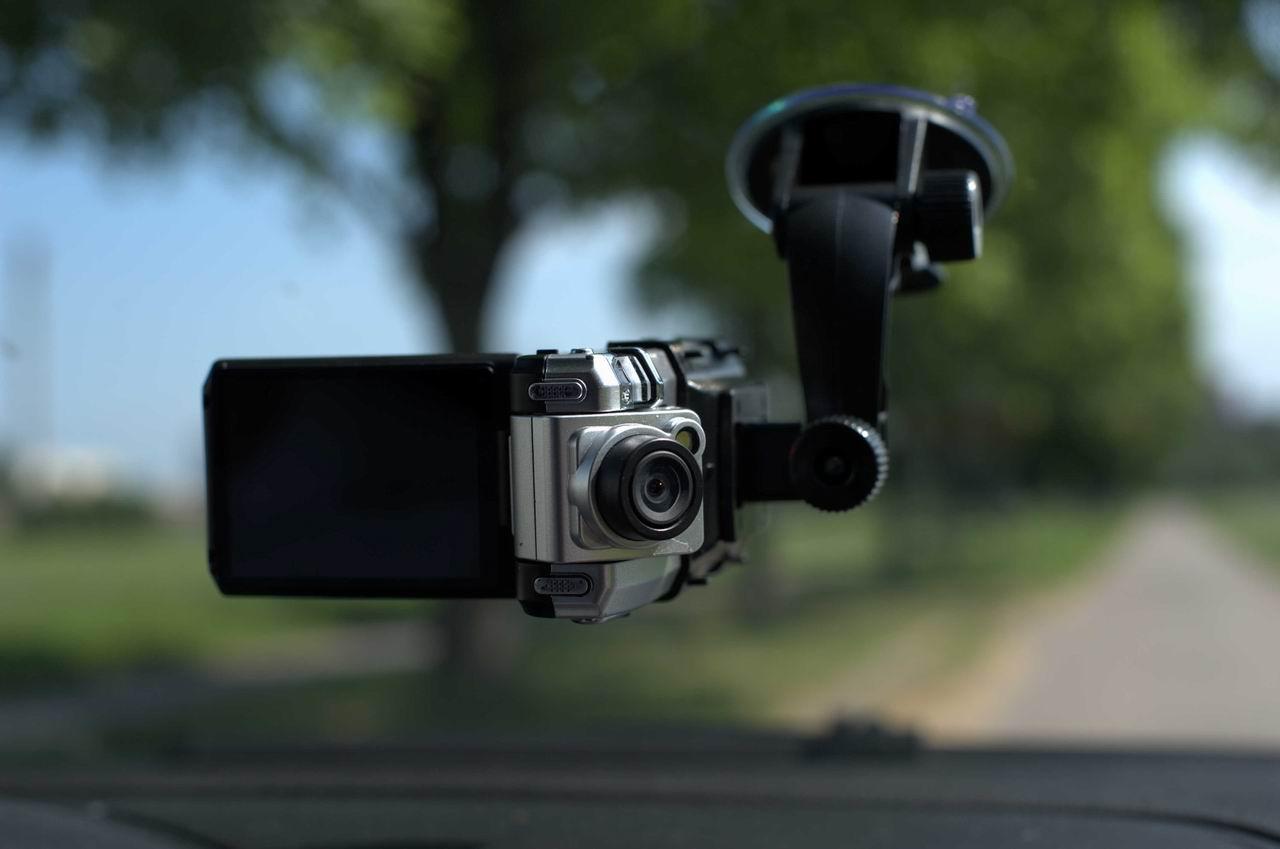 1462557886_videoregistrator-v-avto