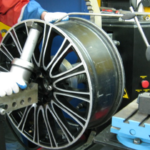 Ремонт литых дисков в компании «ДИСКИ КОЛОР»: выгода